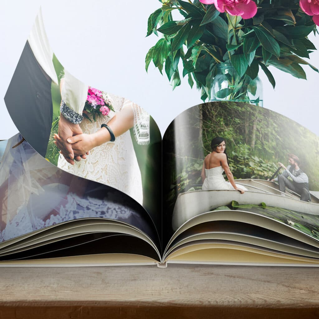Customise your photo book with glossy, satin or matt pages